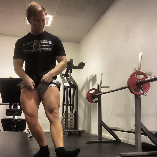 quads flex